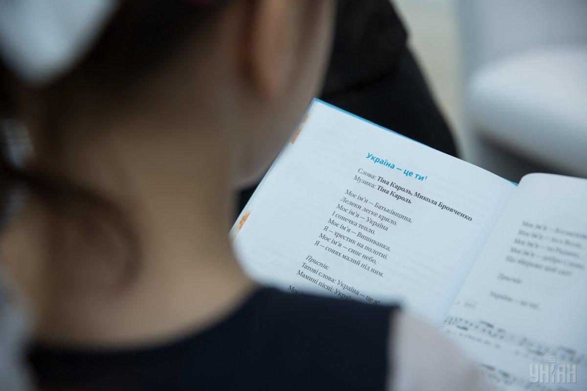 Деякі школярі цьогоріч розпочнуть навчальний рік без книг / фото УНІАН