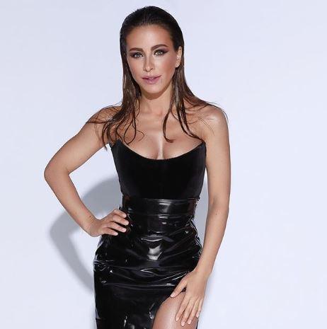 На фото Ані Лорак з'явилася в чорному відвертому вбранні / фото instagram.com/anilorak