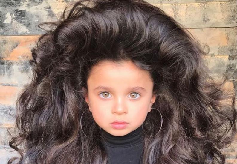 П'ятирічна Міа Афлало стала зіркою мережі завдяки своїм пишним локонам / фото Instagram