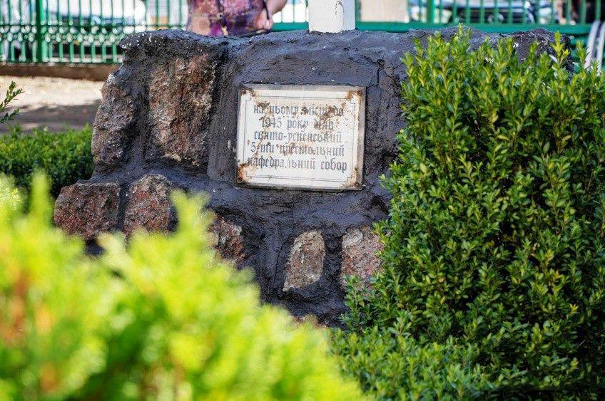 Величественный кафедральный 6-ти престольный собор стоял на этом месте до 50-х годов / orthodox-kr.org.ua