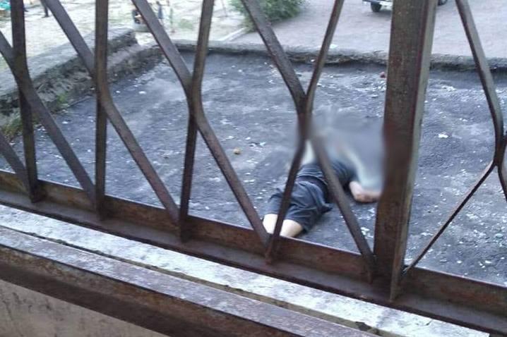 Хлопець стрибнув з даху / фото 5692