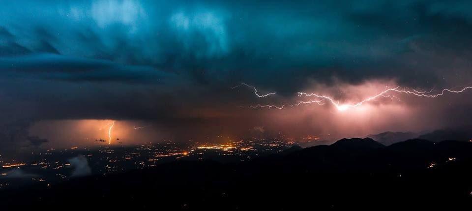 У Франції вдарило 100 тисяч блискавок / twitter.com/meteo_pyrenees, axelplagnard