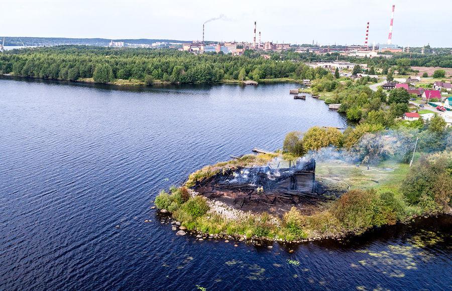 Сгоревший Успенский храм в Карелии / nat-geo.ru