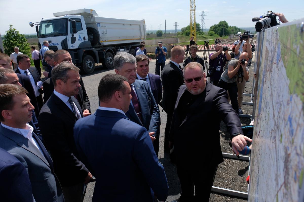 Петро Порошенко і Валентин Резніченко на трасі Н-08