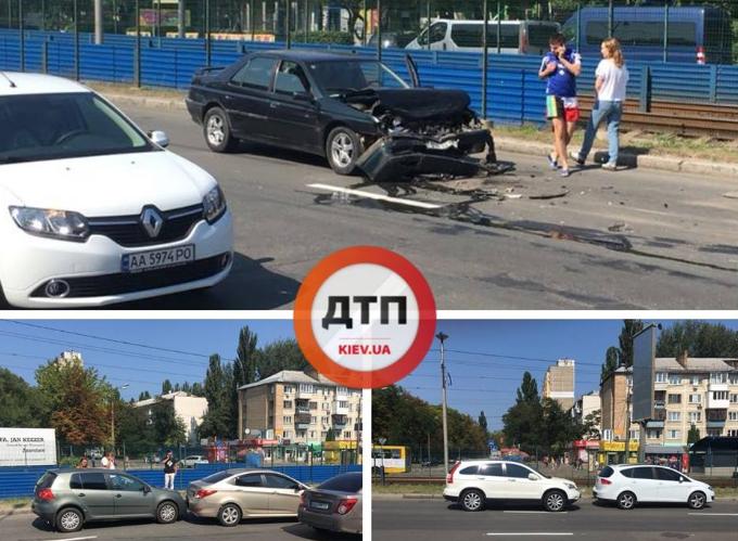 У Києві на ділянці дороги довжиною 50 метрів сталося відразу дві аварії / фото dtp.kiev.ua