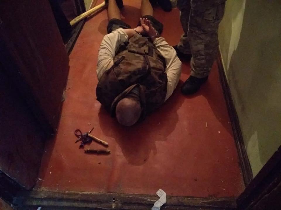 Чоловіку, який взяв у заручники своїх дітей у Києві, загрожує 15 років в'язниці / фото поліція Києва