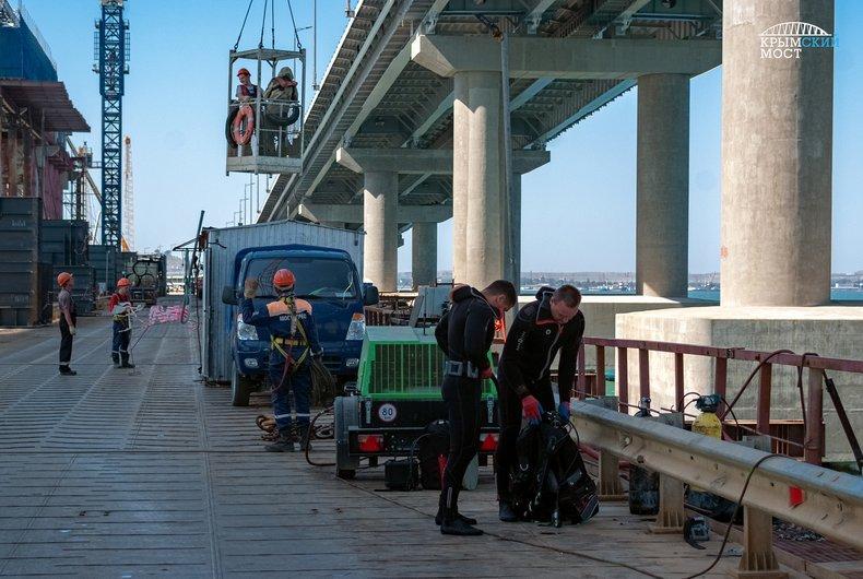 Конструкции под Крымским мостом демонтируют / фото most.life