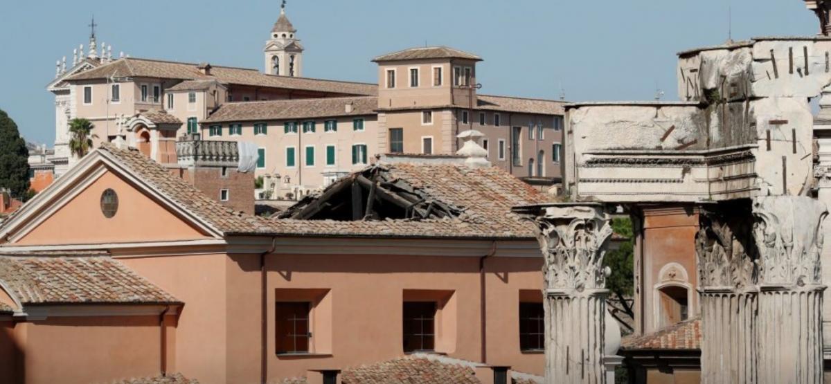 В Риме обрушилась крыша старинного храма / tsn.ua