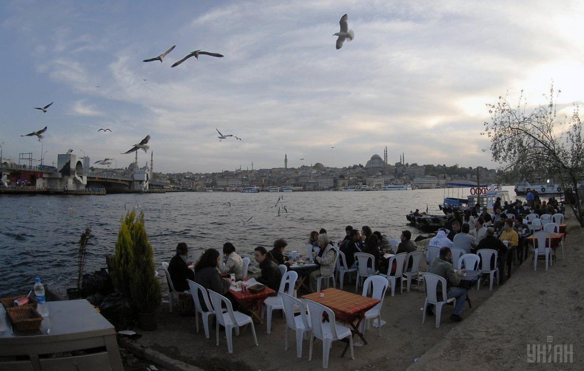 Кафе на берегу Босфорского пролива / Фото УНИАН