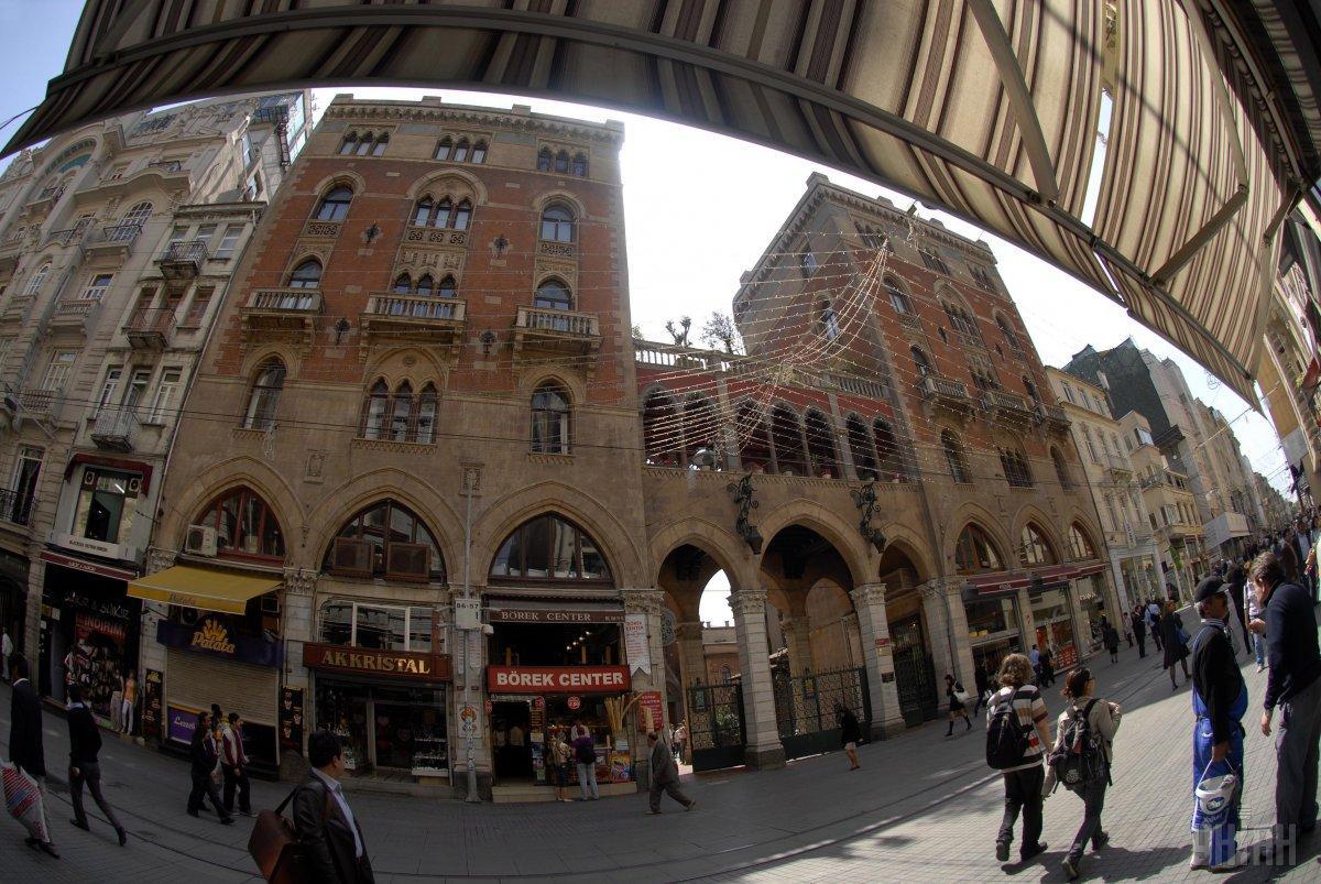 Торговый центр на одной из улиц в историческом центре Стамбула / Фото УНИАН