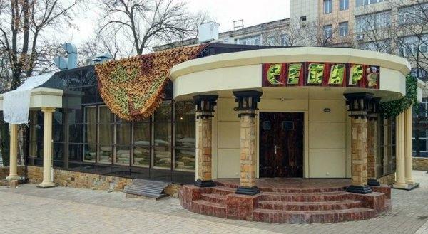 "Кафе ""Сепар"" в окупованому бойовиками Донецьку / фото twitter.com/ChristopherJM"