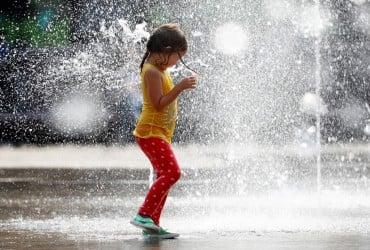 Синоптик рассказал, когда в Украине спадет тропическая жара