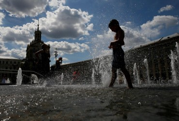 В Україні завтра буде спекотно, на заході пройдуть зливи з грозами (карта)