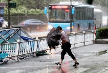 """Из-за тайфуна """"Яги"""" в Китае пострадали более 250 тысяч человек"""