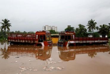 В Индии жертвами непогоды стали 64 человека