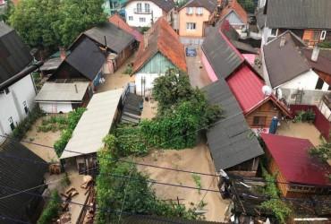 В плену стихии: сильный ливень затопил Закарпатье (фото, видео)
