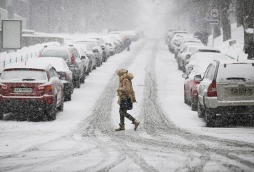 Сьогодні в Україні похолодає, місцями пройде сніг (карта)