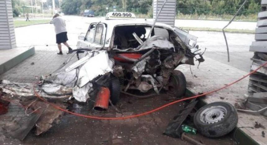 У Тернополі на газовій заправці вибухнуло таксі (фото)