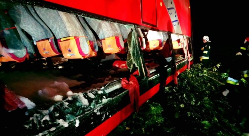 Bus with Ukrainian tourists crashes in Poland: three people killed (Photo)