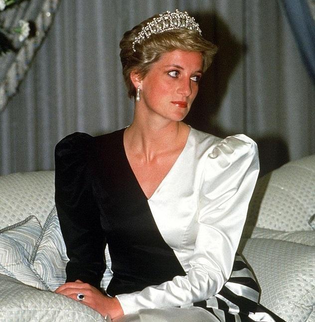 Диана собиралась надеть бурку во время тура по Ближнему Востоку в 1986 году / dailymail.co.uk