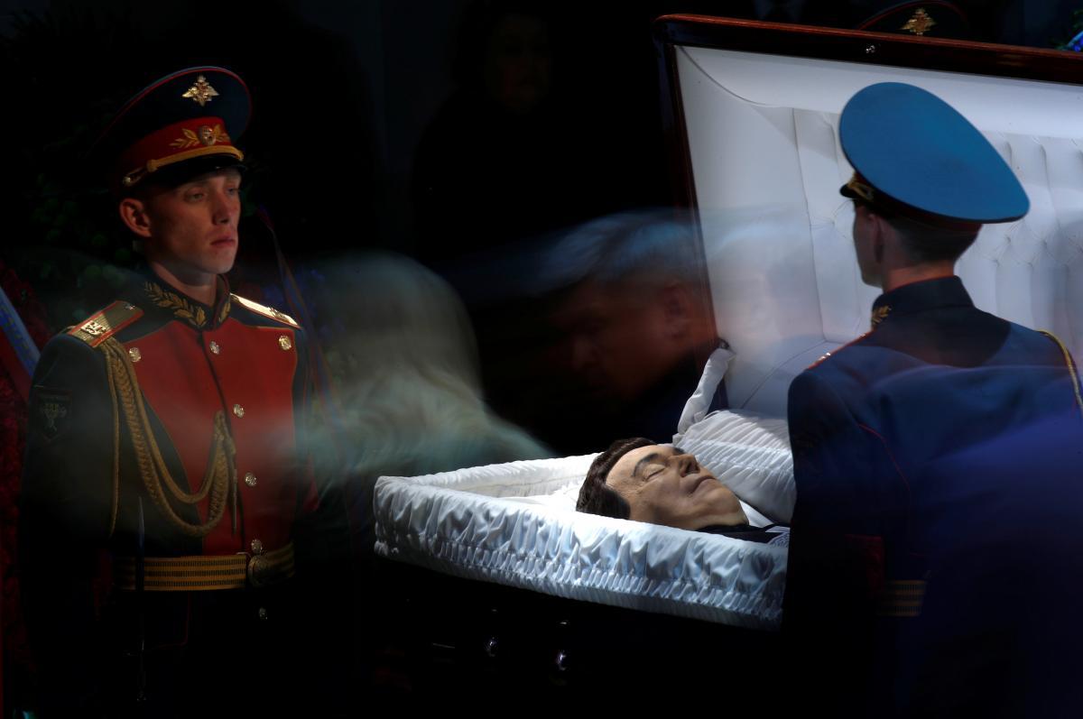 Официальная церемония прощания с Иосифом Кобзоном / REUTERS