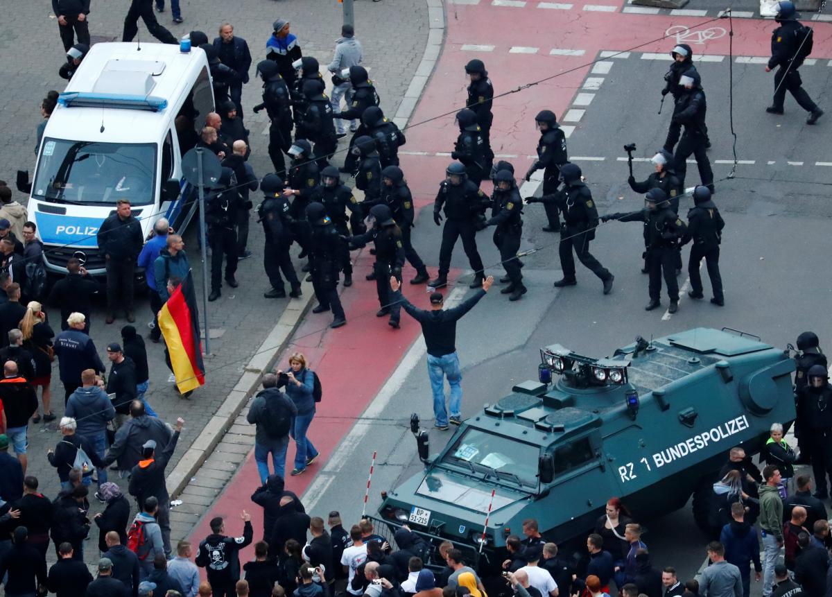 В Німеччині вбивство німця спричинило масові антимігрантські виступи популістів / REUTERS