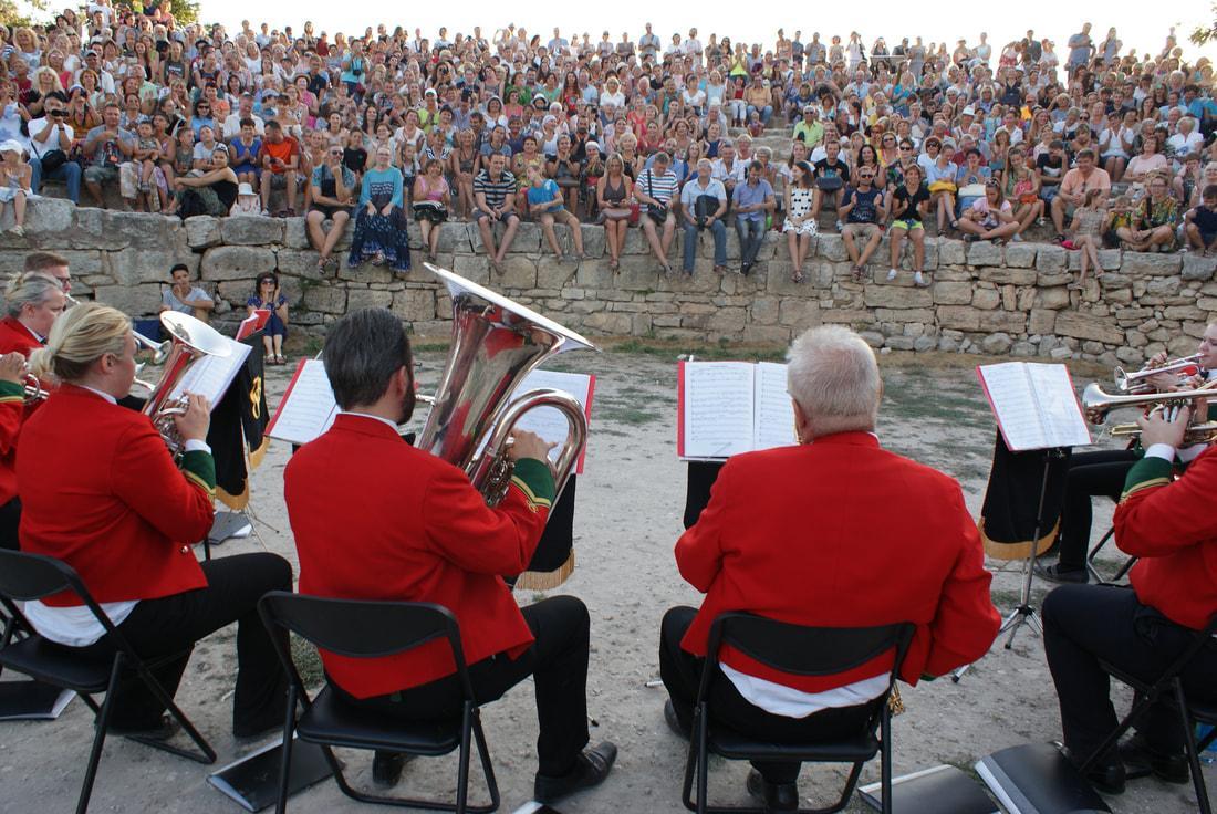 Симфонічний оркестр Уельса грає в Херсонесі / symphonicbrasswales.com