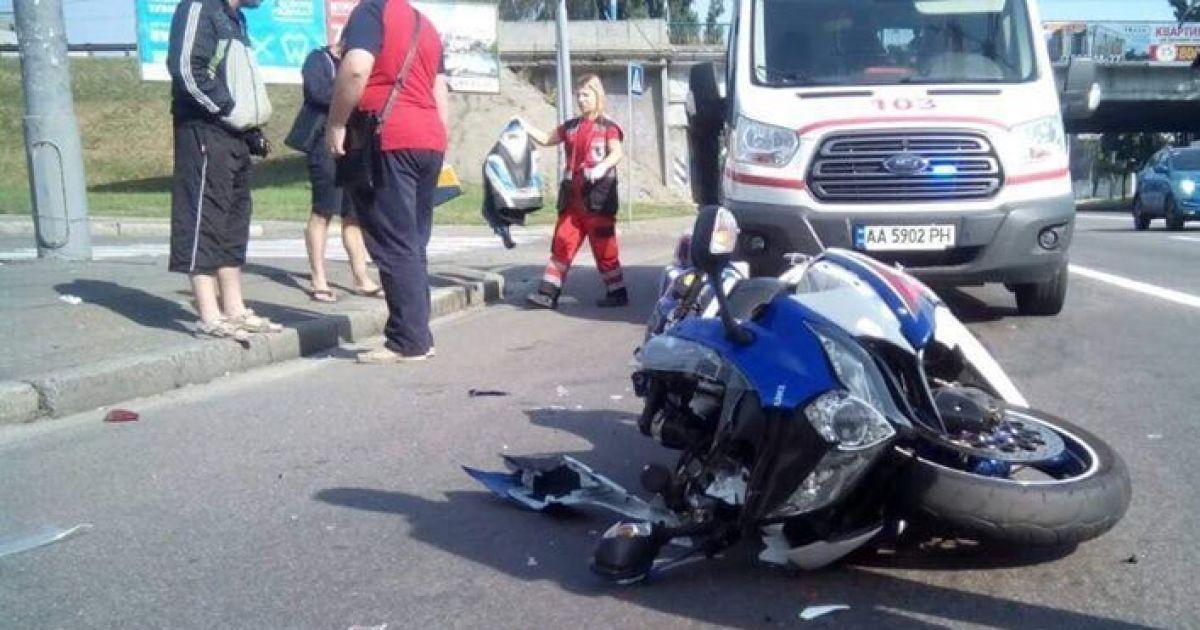 Водія двоколесного транспорту госпіталізували у важкому стані / фотоdtp.kiev.ua