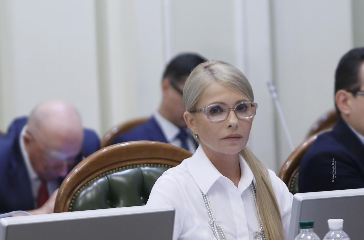 Тимошенко пропонує, щоб всі лідери фракцій, всі кандидати у президенти підписали цей Меморандум / photo by Alexander Prokopenko