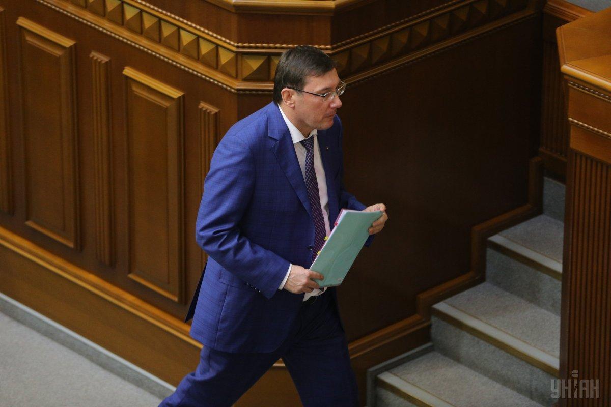 Президент повернув заяву генпрокурора через те, що Юрій Луценко отримав вотум довіри в парламенті / фото УНІАН