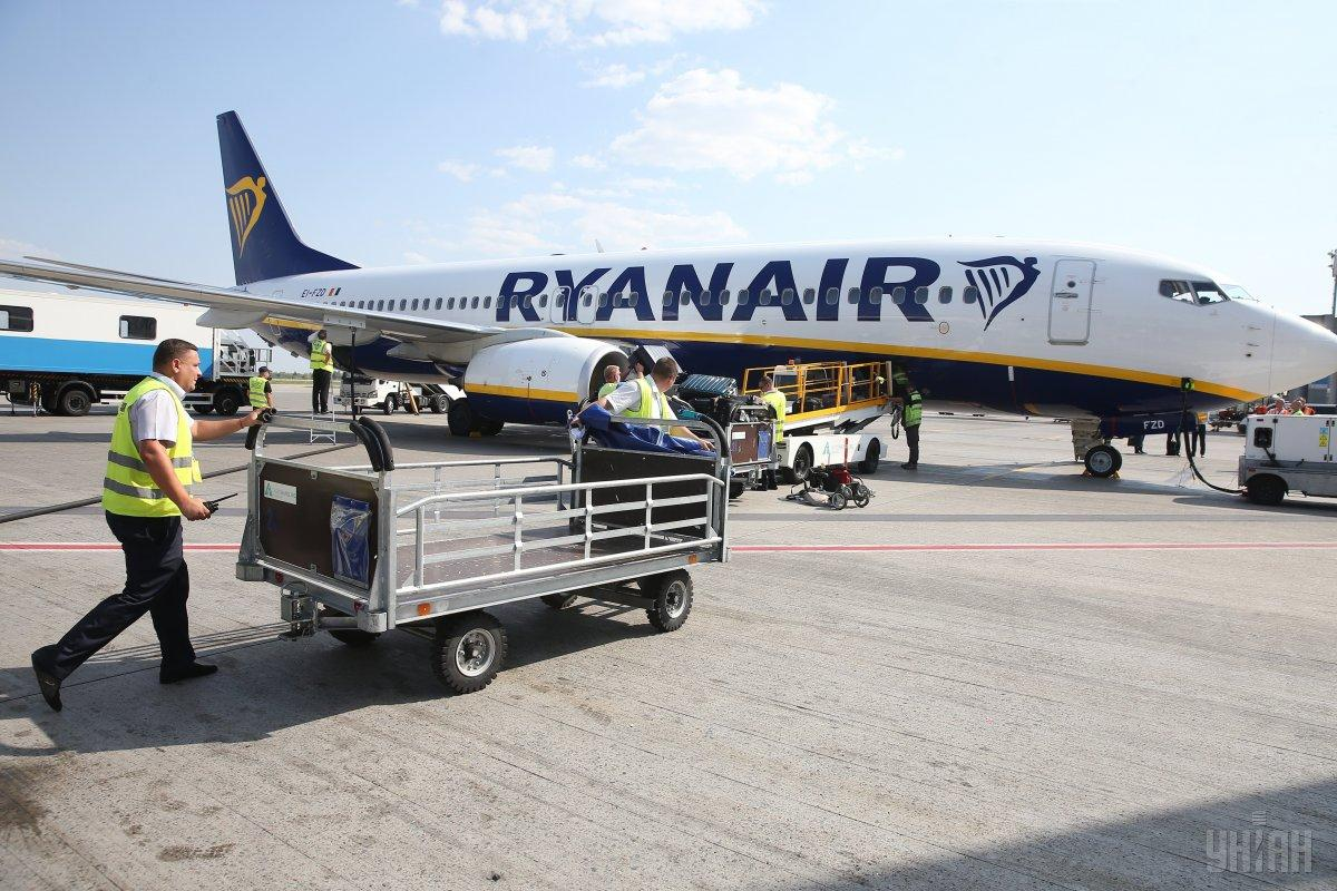 В Германии в компании Ryanair трудоустроено около 400 пилотов и 1000 бортпроводников / УНИАН