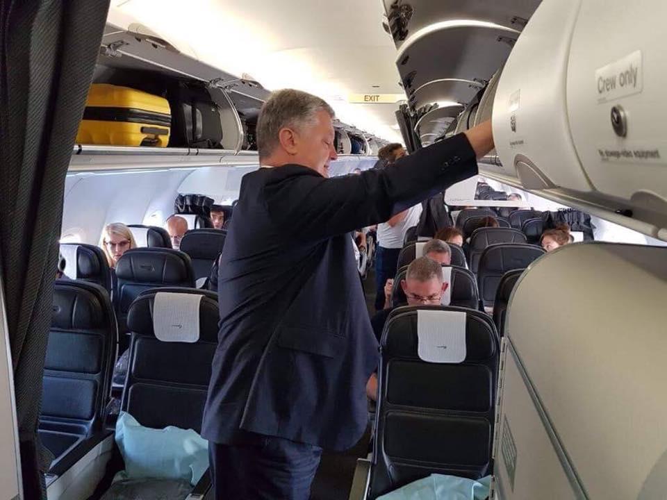 Порошенко летел в обычном рейсовом самолете / facebook.com Kateryna Kozoriz