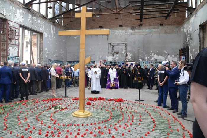 В Беслане помолились о детях и взрослых -жертвах атаки террористов на школу / blagos.ru