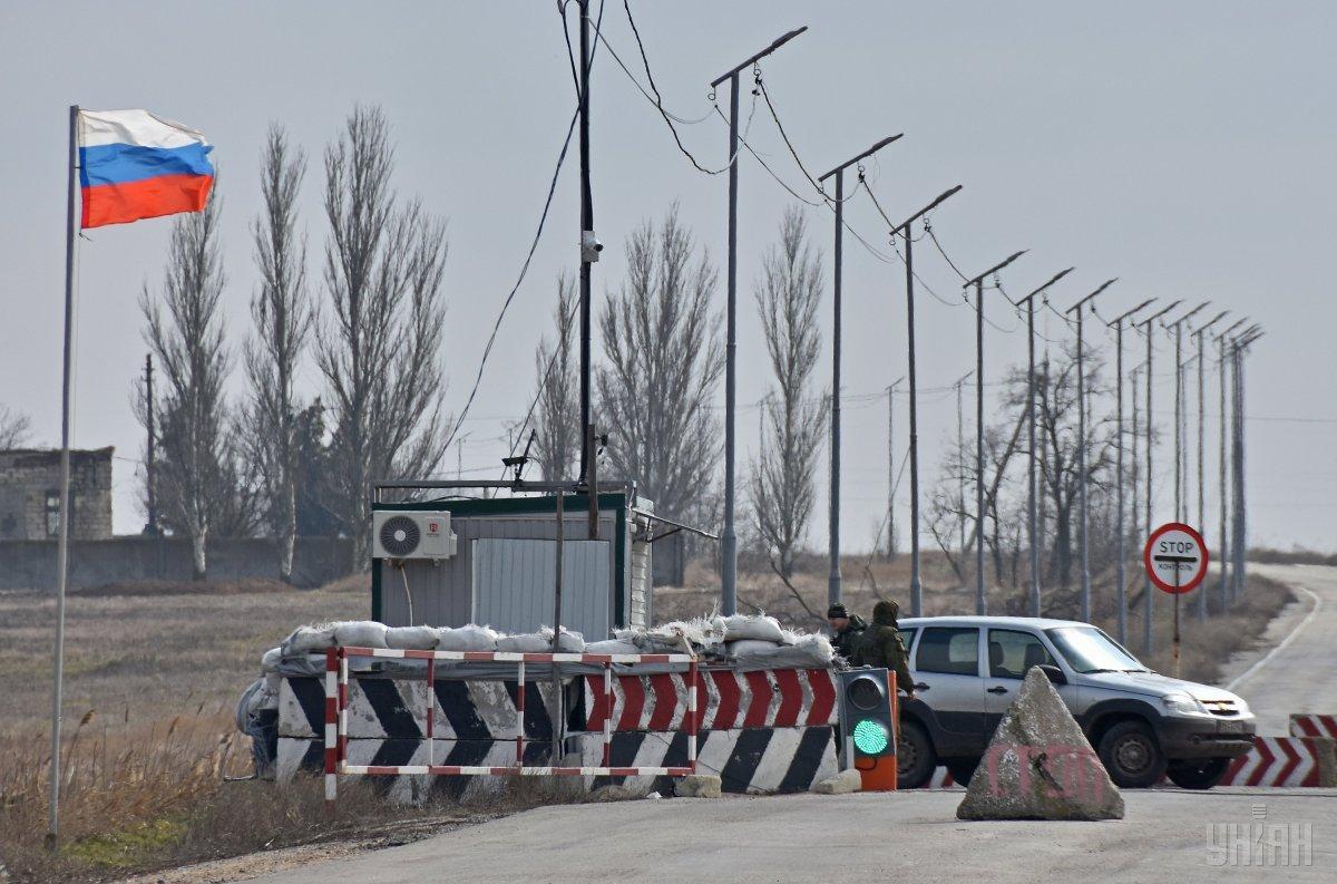 Неподалеку от КПВВ «Чаплинка» военнослужащие зафиксировали наличие токсичных веществ / фото УНИАН