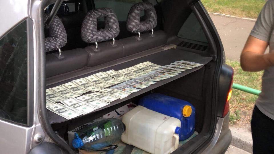 Під час слідчих заходів виявлено, що чиновник вимагав 3 тис. доларів / facebook.com/LarysaSargan