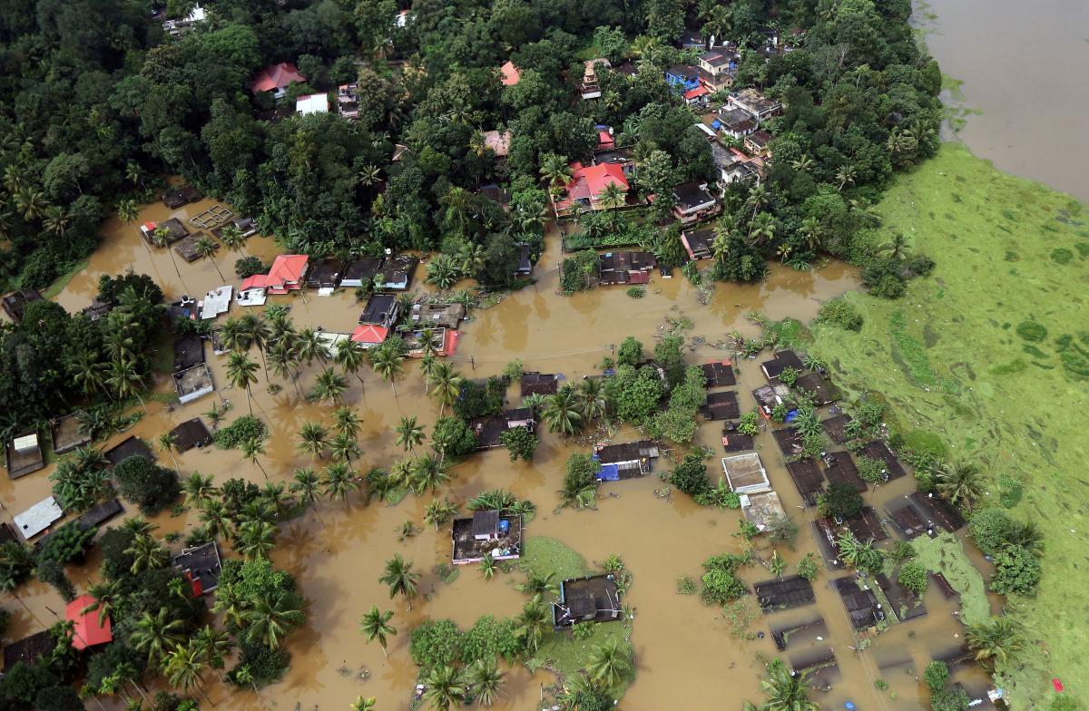 Индия серьезно пострадала от наводнения / REUTERS