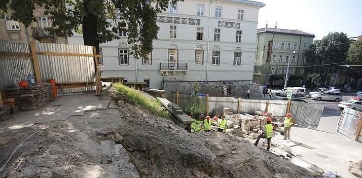 У Львові за 900 тисяч грн. відремонтують сходи до церкви / city-adm.lviv.ua