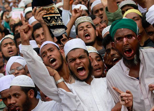 На Шрі-Ланці буддисти закидали камінням християн / pasoapaso.com.do