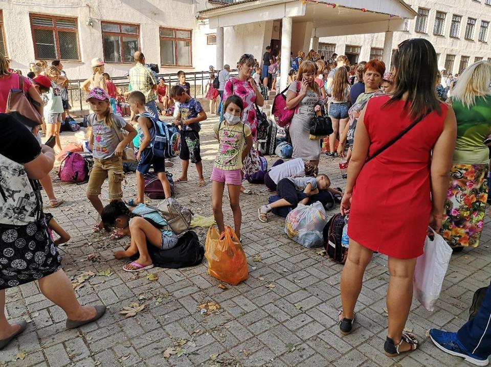 Из Армянска вчера спешно вывезли детей / Facebook - Ruslan Wolf
