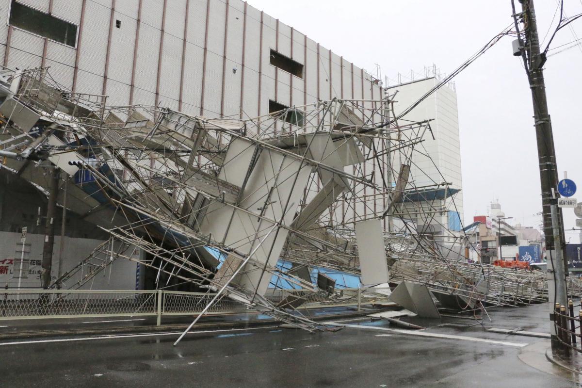 """Наслідки тайфуну """"Джебі"""" в Японії / REUTERS"""