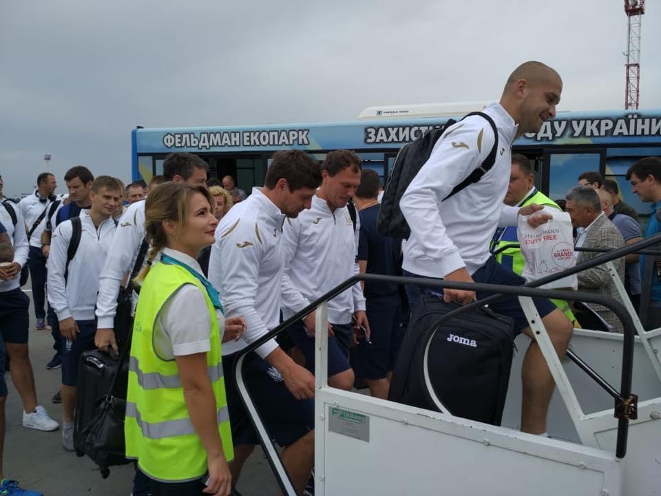 Збірна України з футболу вирушила до Чехії / ffu.org.ua