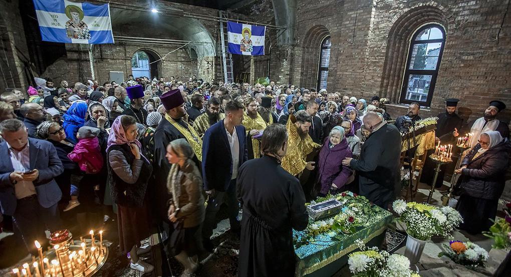 Деснице Спиридона Тримифунтского поклоняются в Кемерове / patriarchia.ru