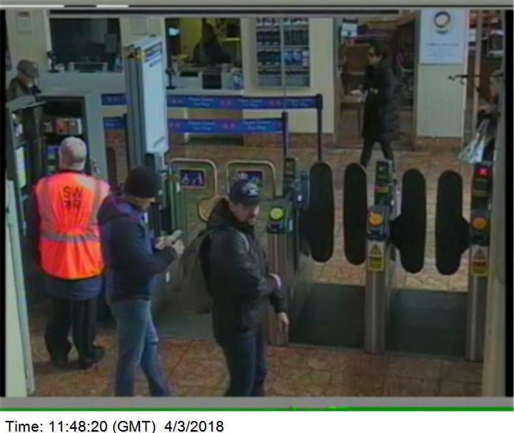 Боширов и Петров на вокзале Солсбери 4 марта / REUTERS