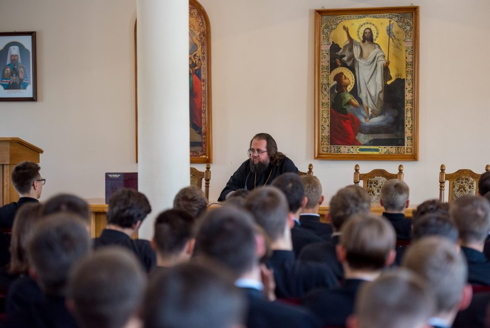 Ректор Кдаис встретился с воспитанниками 1-3-х классов семинарии