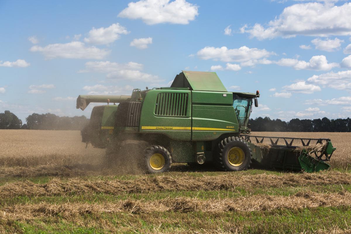 Осведомленность аграриев во всех сферах агротехнологий только растет/ фото УНИАН