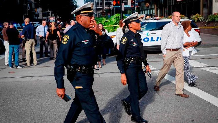 Правоохоронці, які перебували на місці, також почали стріляти\ CNN