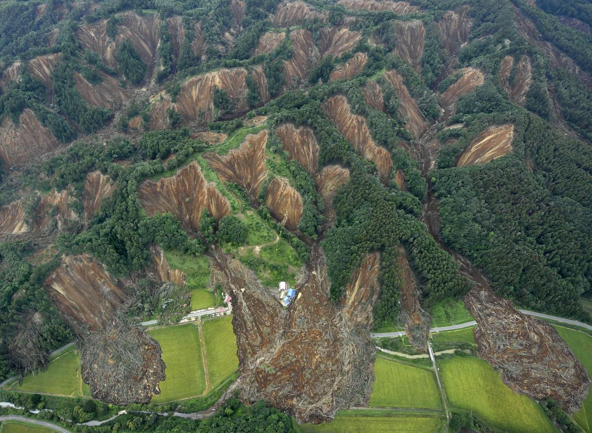 Последствия землетрясения в Японии / REUTERS