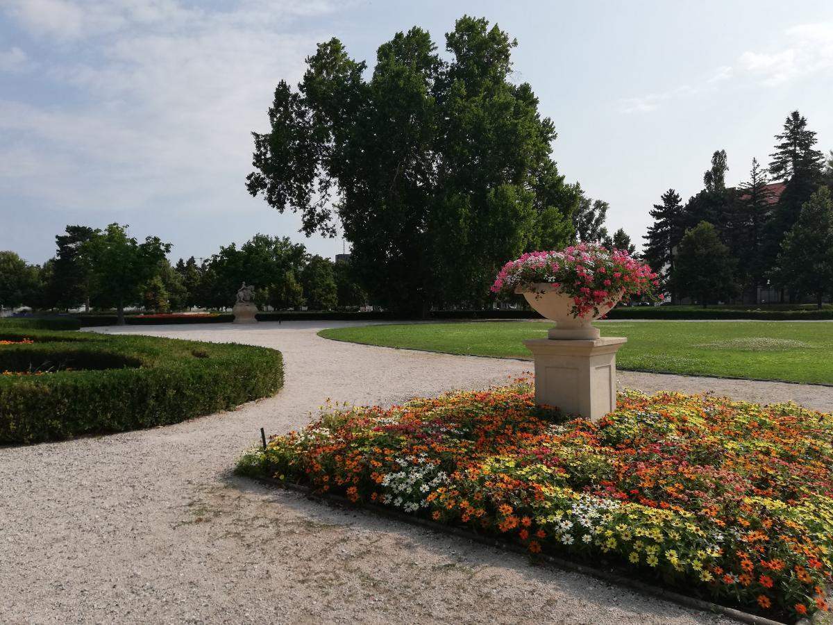 Парк за Президентским дворцом / Фото Марина Григоренко