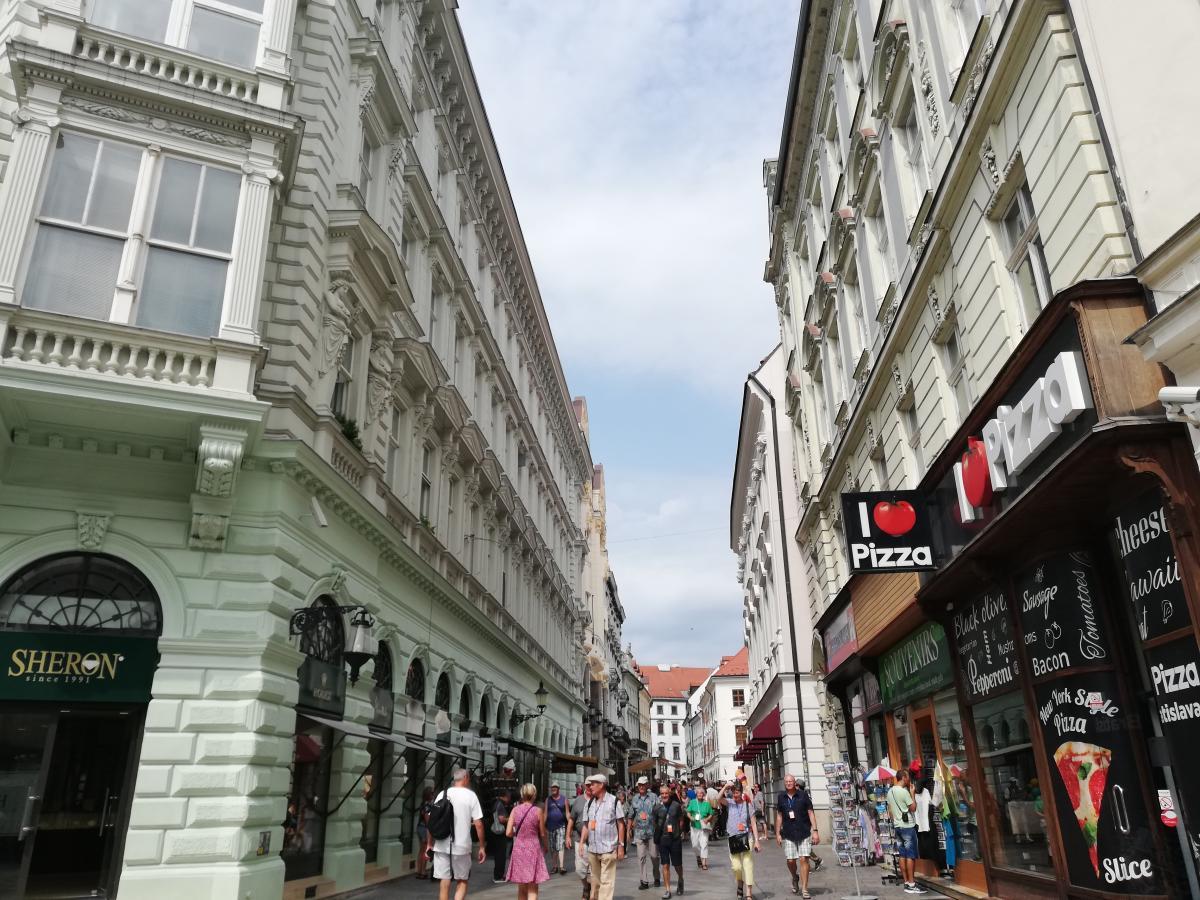 В Братиславе очень много заведений именно с интернациональной кухней / Фото Марина Григоренко