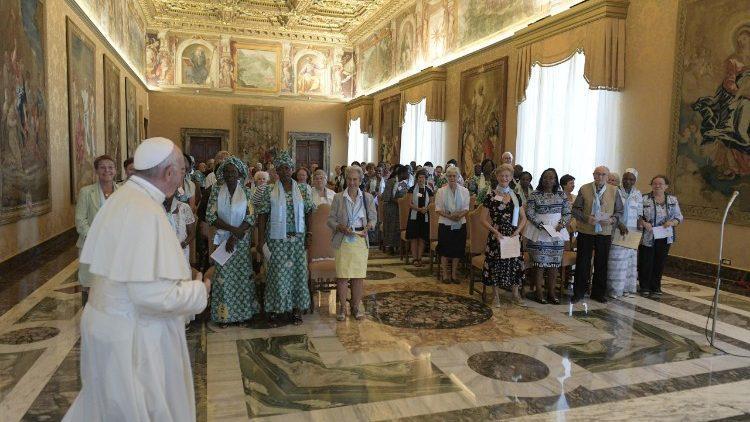 Папа призвал вдов жить с простотой и смирением / vaticannews.va